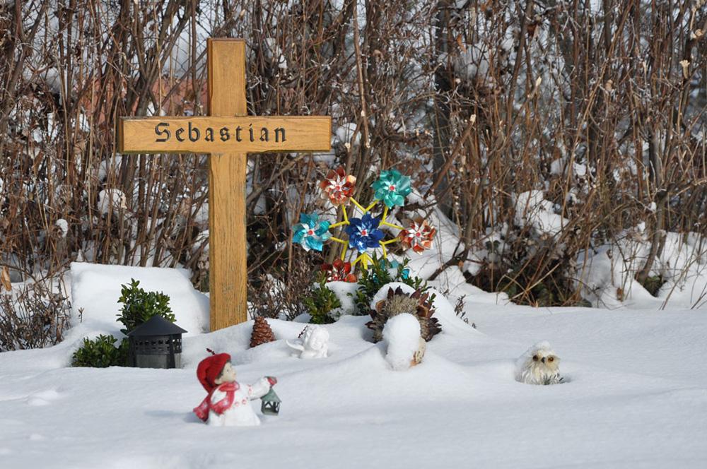 Hausen_Friedhof_Schnee_150210_49_WEB