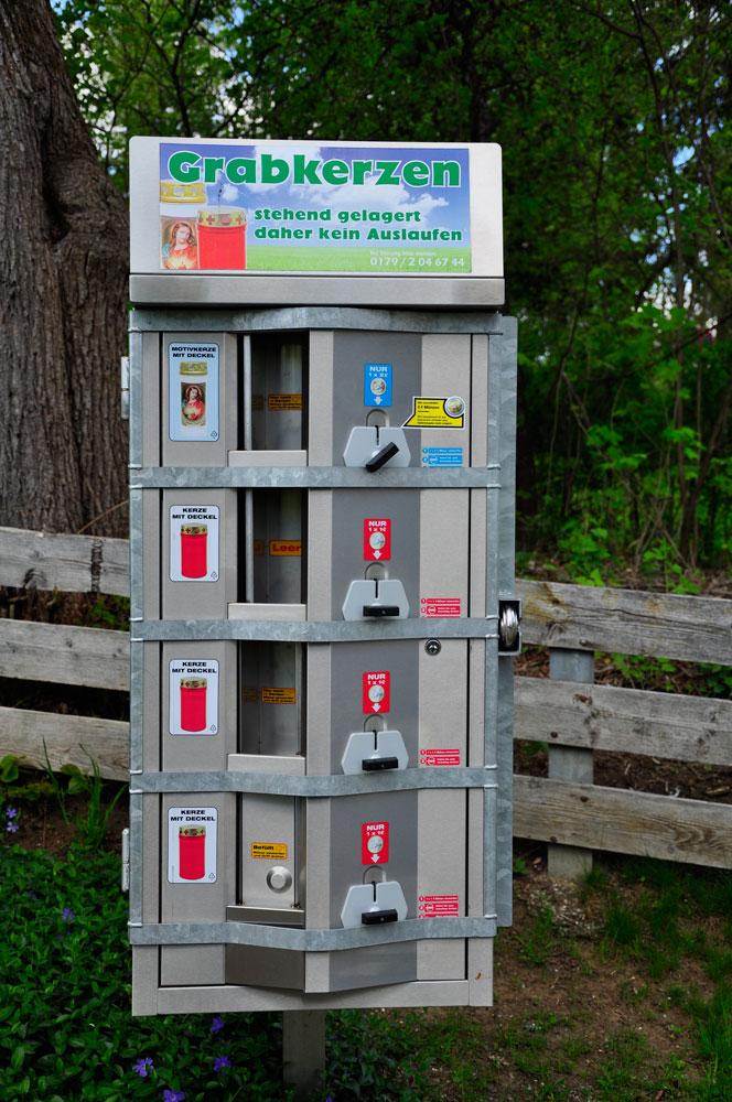 Friedhof in Zwiesel, Grabkerzen-Automat