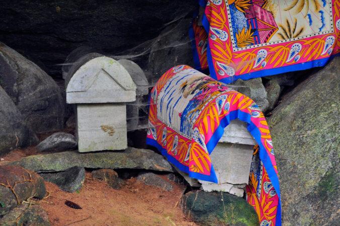 Grabstätte im Dschungel, Madagaskar, Nosy Mangabe