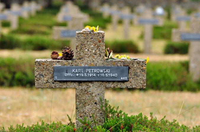 Soldatenfriedhof in Lommel, Belgien, Karl Petrowski