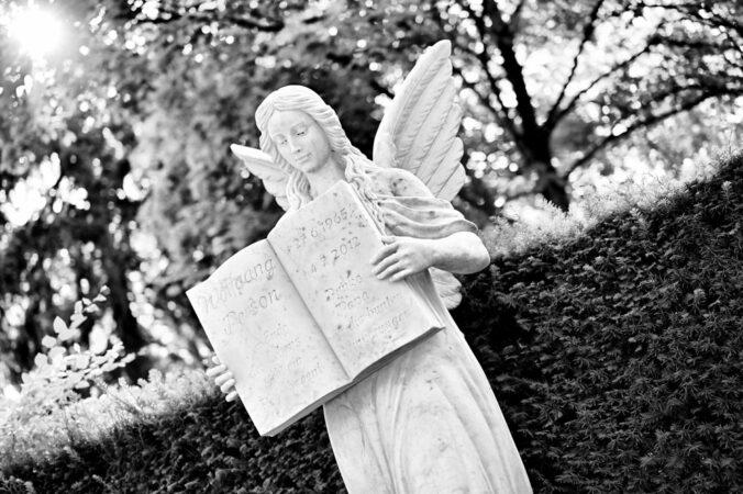 Hauptfriedhof Karlsruhe, Engel